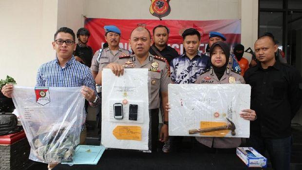 Kapolres Bogor AKBP AM Dicky Pastika Gading merilis kasus pembunuhan.