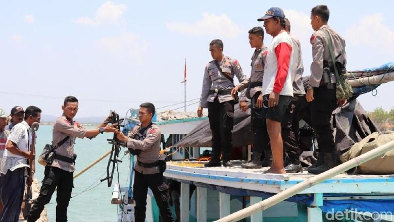 Makanan dan Relawan Kembali Dikirim ke Korban Gempa Situbondo