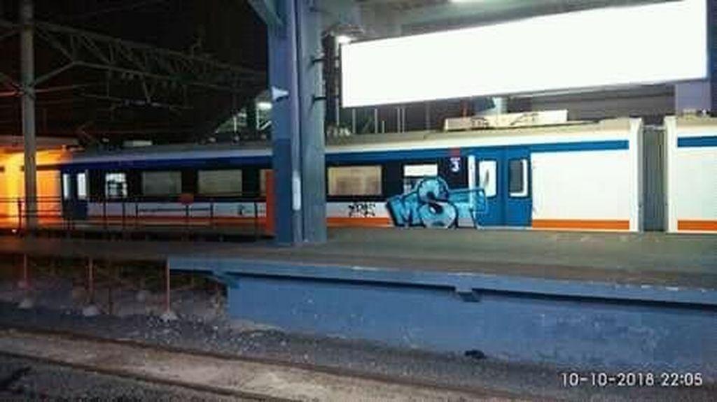 Begini Kronologi Kereta Bandara Dicoret-coret Pelaku Vandalisme