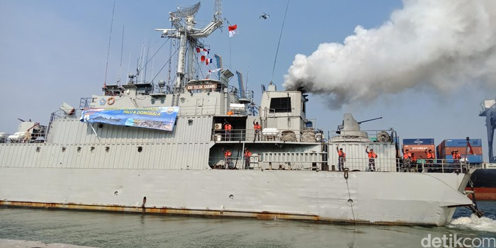 KRI Teluk Sabang-544 membawa 80 ton bantuan untuk korban gempa Sulawesi Tengah. (Eva Safitri/detikcom)