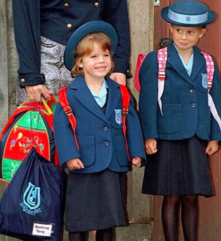 Saat masuk sekolah, kayaknya Putri Eugenie lebih bersemangat ketimbang kakaknya, Putri Beatrice nih. He-he-he. (Foto: Instagram/ @princesseugenie)
