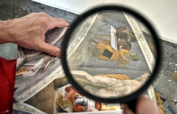 Pekerjaan ini dibuat dengan sangat teliti sehingga mirip banget dengan yang aslinya (AFP/Getty Images)