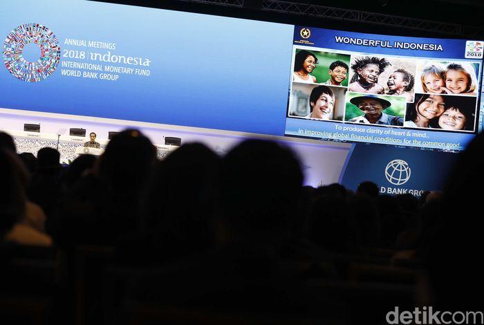 Presiden Jokowi menjadi pembicara kunci dalam plenary session IMF-WB 2018 di Nusa Dua Hall, Bali, Jumat (12/10/2018).
