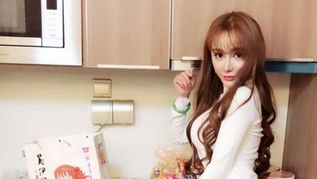Takjub! Transformasi Wanita Kaya Operasi Plastik 109 Kali Demi Mirip Barbie
