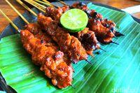 Putera Lombok: Mantap Betul! Ayam Kampung Plecingan dan Sate Rembiga Pedas Juicy