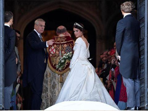 Nikah, Putri Eugenie Cantik Bergaun Putih & Pakai Tiara