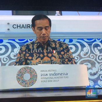 Ketika Jokowi Main Ping Pong Tanpa Meja dan Bola