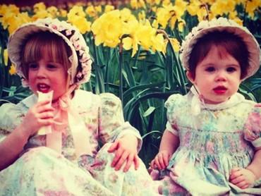 Putri Eugenie dan Putri Beatrice saat kecil. Cute abis! (Foto: Instagram/ @princesseugenie)