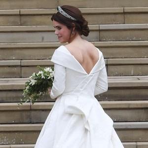 Pakai Gaun Pengantin Backless, Putri Eugenie Pamer Bekas Luka di Punggung