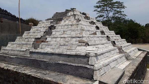 Seven Wonders Boyolali memiliki tujuh keajaiban dunia. Di sini terdapat tujuh miniatur ikon dunia, yaitu Candi Borobudur, Taj Mahal, Spinx, Inka, Menara Eiffel, Patung Liberty, Menara Pisa. (Ragil Ajiyanto/detikTravel)