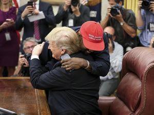 Momen Mesra Pertemuan Kanye West dan Donald Trump