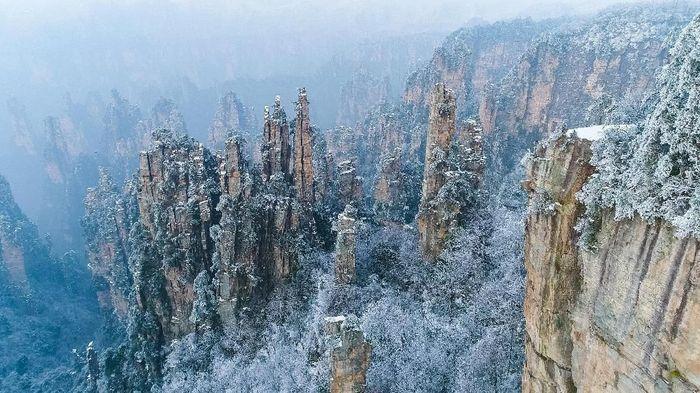 Amazing road in Tianmen Mountain, Zhangjiajie National Park, China
