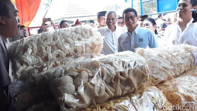Ditemani Titiek Soeharto, Sandiaga Blusukan di Pasar Imogiri