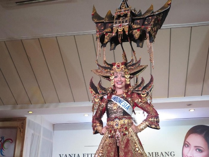 Vania Fitryanti Herlambang bawa rumah gadang di Miss International 2018. Foto: Anggi Mayasari/Wolipop