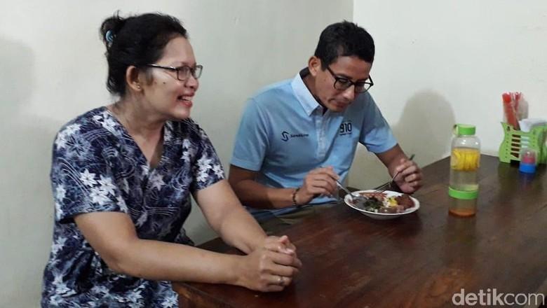 Momen Sandiaga Sarapan Nasi Merah dan Brongkos di Yogya