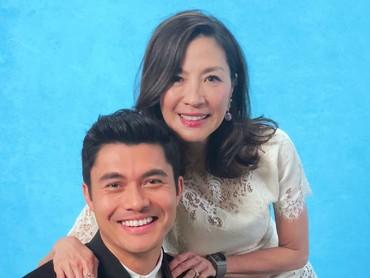 Kalau Bunda udah nonton film Crazy Rich Asians, pasti tahu kan sosok Michelle Yeoh seperti apa dalam film? Ibu yang terlihat galak dan tegas dengan aturan keluarga. (Foto: Instagram/michelleyeoh_official)