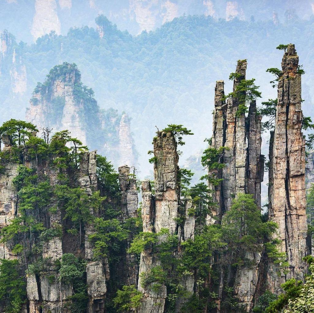 Foto: Fenomena Gunung Melayang di China
