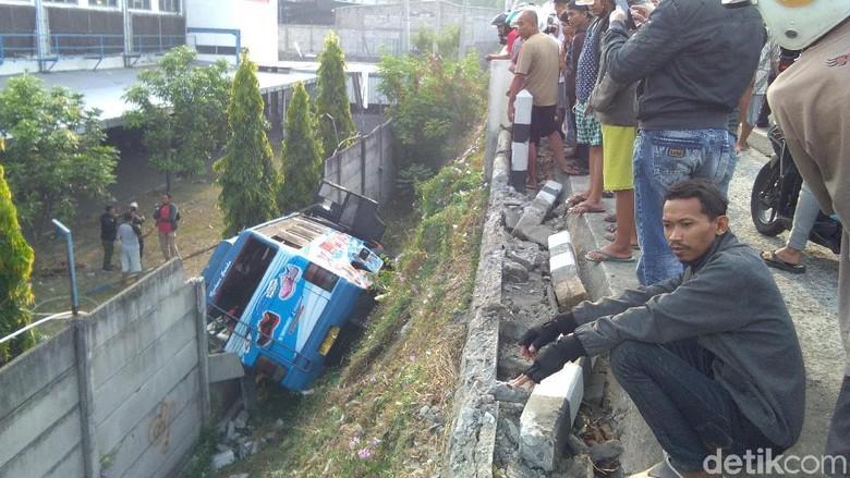Bus Yogya-Wonosari Terperosok di Bantul, 1 Penumpang Tewas