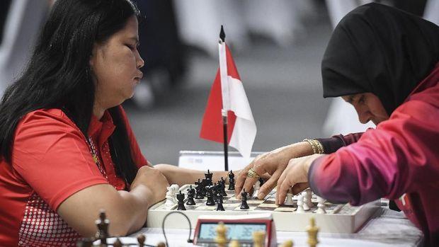 Catur menjadi cabang olahraga yang paling banyak menyumbang medali emas untuk Indonesia.
