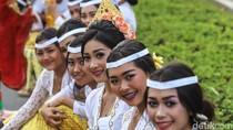 Foto: Senyum Gadis Bali & Parade Budaya di Acara IMF-World Bank