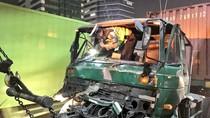 Truk Kontainer Kecelakaan di Tol Cawang, 2 Korban Dibawa ke RS