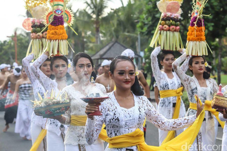 Dalam rangkaian acara pertemuan tahunan IMF-World Bank Group, beragam sajian seni dan budaya dipertontonkan. Seperti parade budaya ini. (Rachman Haryanto/detikTravel)