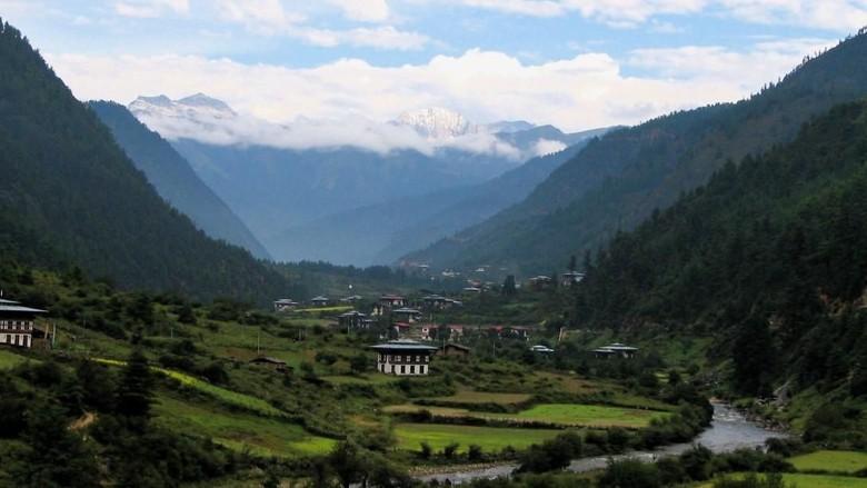 Foto: Hijaunya karena diselimuti hutan, Bhutan (Bookretreats/CNN Travel)