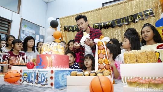 Kue One Piece, Kado dan Kenangan Denny Sumargo di Usia ke-37