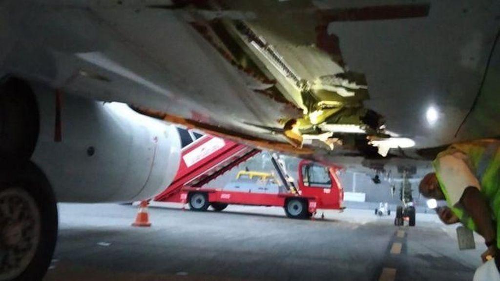 Serempet Tembok Saat Lepas Landas, Pesawat Air India Tercabik