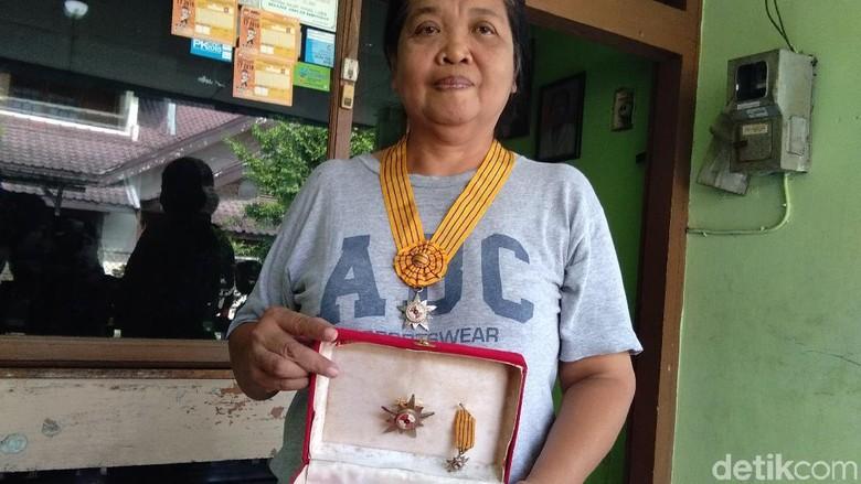 Foto: Clara Sumarwati (53), pendaki Indonesia pertama yang mencapai puncak Everest (Usman/detikTravel)