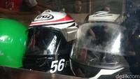 4 Langkah Membersihkan Kaca Helm