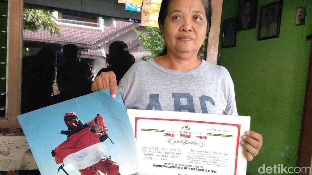 Foto: Clara, Pendaki Indonesia Pertama di Puncak Everest