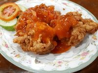 Makan Enak Lauk Ayam Kuluyuk Berlumur Saus Asam Manis di Tempat Ini