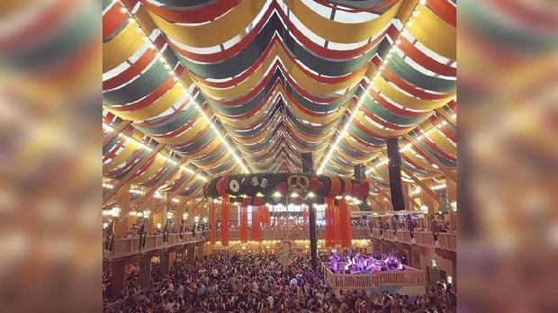 Merasakan Gempita Festival Bir Terbesar di Dunia