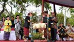 Gaya Jokowi Lepas Karnaval di IMF-WB Bali