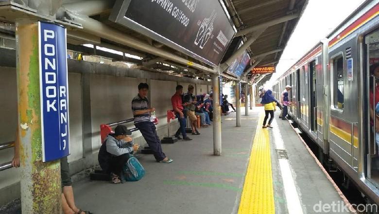 KRL Anjlok di Palmerah, Kereta Lain Tertahan 30 Menit