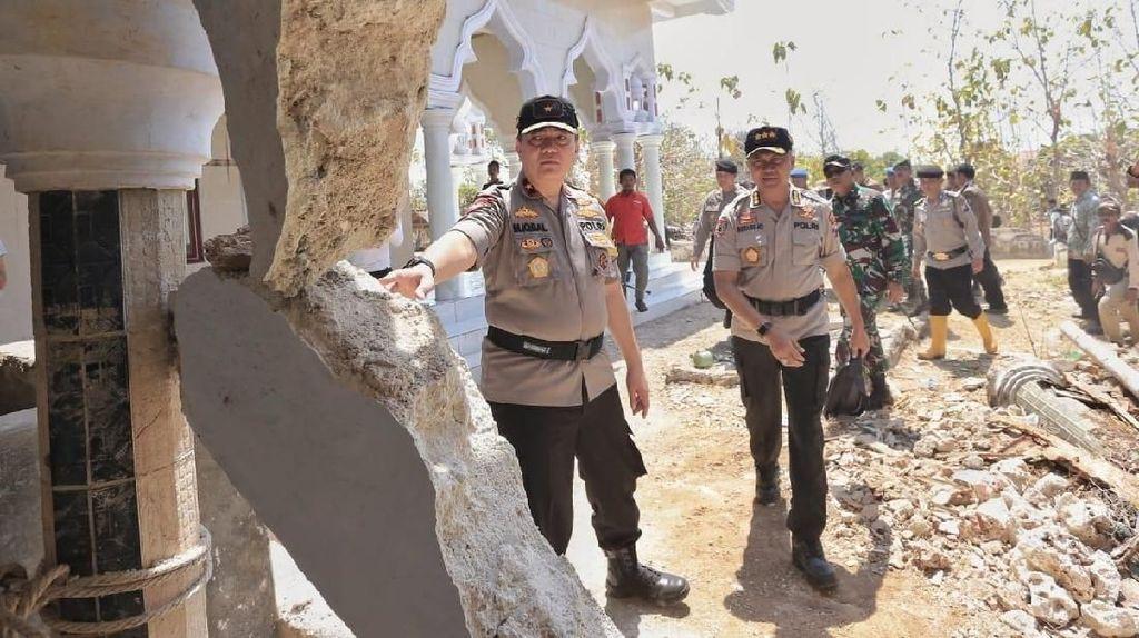 Kunjungi Pulau Sapudi, Wakapolda Jatim Beri Semangat Korban Gempa