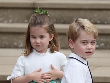 Mereka makin menggemaskan dengan gaun dan kemeja bernuansa putih. (Foto: Steve Parsons - WPA Pool/Getty Images)