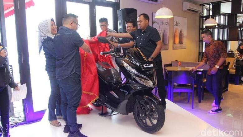 Honda meluncurkan PCX hybrid di Makassar (Foto: Ibnu Munsir)