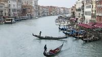 Tanda Venesia Buka untuk Turis Lagi: Gondola Layani Warga Lokal