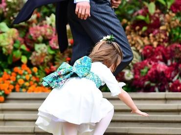 Putri Charlotte hebat deh, biar jatuh tapi nggak nangis. (Foto: Victoria Jones - WPA Pool/Getty Images)