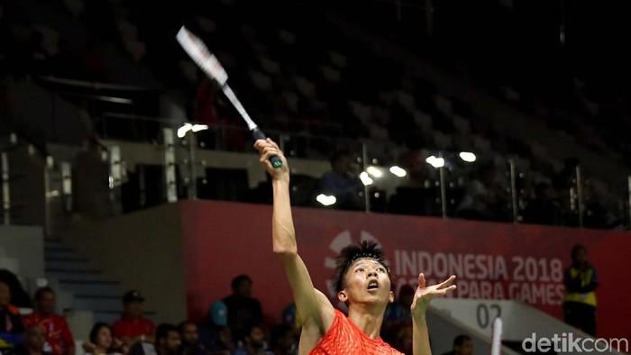 Para atlet Dheva Anrimusthi berhasil raih medali emas usai menangkan pertandingan all Indonesian Final. Dheva mengalahkan para atlet Indonesia Suryo Nugroho.