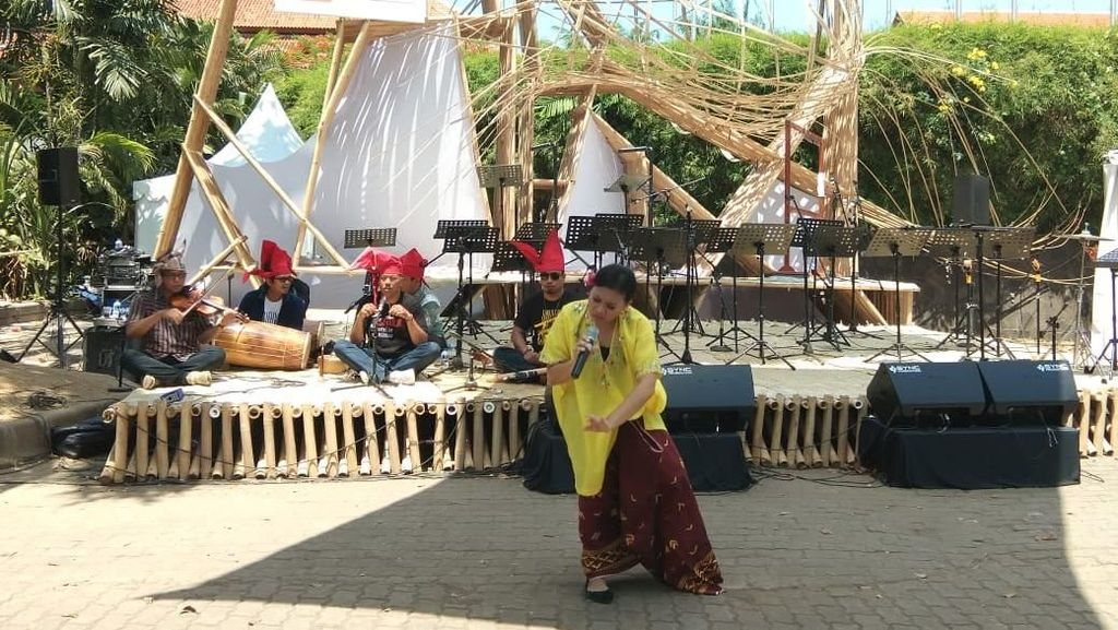 Panggung Bambu yang Tak Pernah Sepi di Indonesia Pavilion