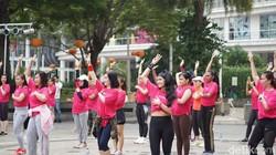 Untuk mengurangi risiko kanker payudara, komunitas Lovepink menggunakan zumba bertema kanker payudara. Uniknya, gerakan dance mengadopsi gerakan cek payudara.