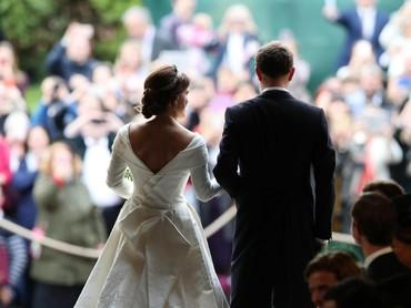 Upacara pernikahan Putri Eugenie dan Jack dihadiri 850 tamu dan 1.200 anggota masyarakat yang terpilih. Selamat dan bahagia selalu untuk Jack Brooksbank and Putri Eugenie! (Foto: Yui Mok - WPA Pool/Getty Images)