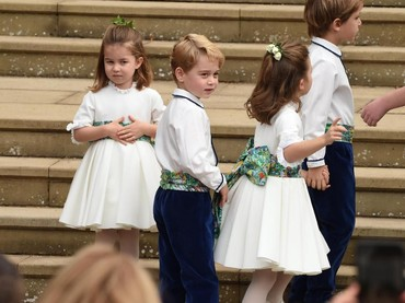 Tampaknya Pangeran George dan Putri Charlotte kebingungan ya, Bun? He-he-he. (Foto: Jeremy Selwyn - WPA Pool/Getty Images)