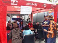 Suasana pusat pelayanan Telkomsel di Palu.