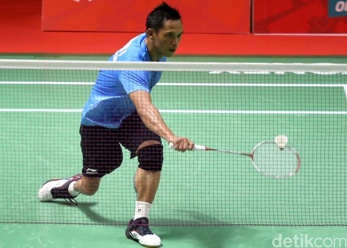Para atlet Indonesia Ukun Rukendi menambah pundi-pundi medali Indonesia di Asian Para Games 2018.