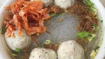 Awali Hari Sabtu dengan Sarapan Mie Bakso Ikan yang Gurih Hangat
