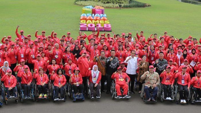 Bonus tersebut diberikan oleh Presiden Jokowi di Istana Negara Bogor, Jawa Barat, Sabtu (13/10/2018) dengan didampingi Direktur BRI Suprajarto. Untuk atlet perorangan, peraih medali emas, memperoleh bonus sebesar Rp 1,5 miliar, peraih perak sebesar Rp. 500 juta, dan atlet yang memperoleh perunggu sebesar Rp 250 juta. Foto: dok. BRI